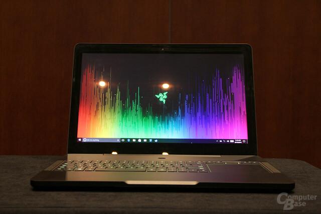 Das Razor Blade Pro komplettiert das Notebook-Angebot