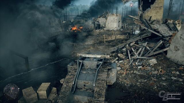 Für einen Panzer sind Gräben und Draht kein Hindernis