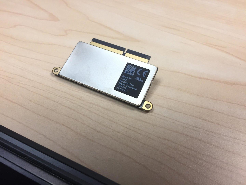 Die ausgebaute SSD mit proprietärer SSD