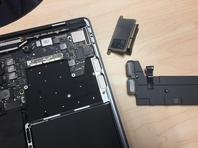 Ausgebauter Lautsprecher und SSD
