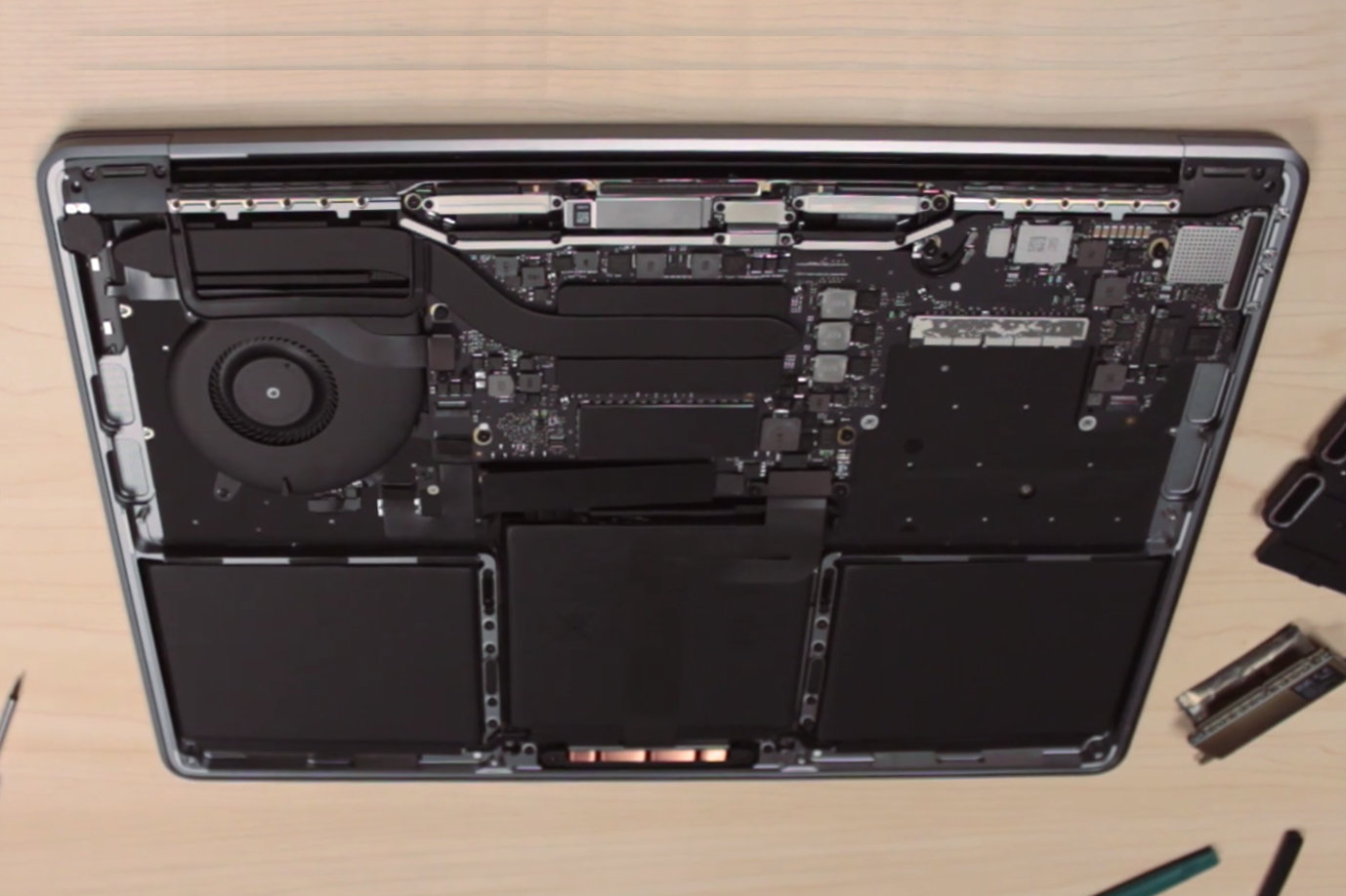 Innenaufbau MacBook Pro 13 Zoll ohne Touch Bar