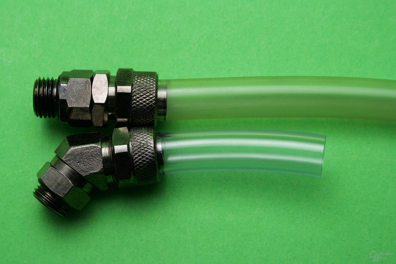 Transparenter 13/10 PVC-Schlauch: Neu (unten) und nach längerem Einsatz (oben)
