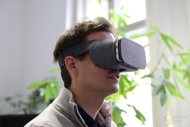 Google Daydream View aufgesetzt