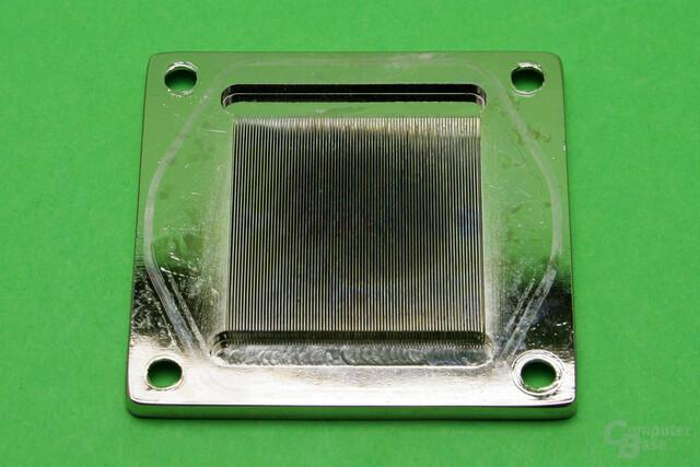 Alphacool Eisblock XPX: Ordentliche Verarbeitung der Kühlfinnen, aber sichtbare Verfärbungen