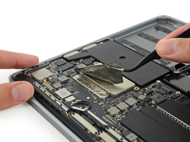 Die SSD hat einen proprietären Anschluss