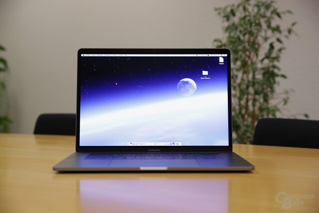 Das MacBook Pro 15 Zoll (Late 2016) mit Touch Bar