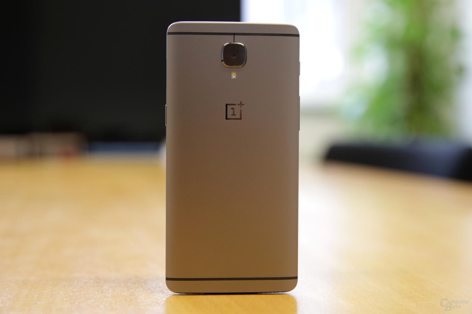 Rückseite mit OnePlus-Logo