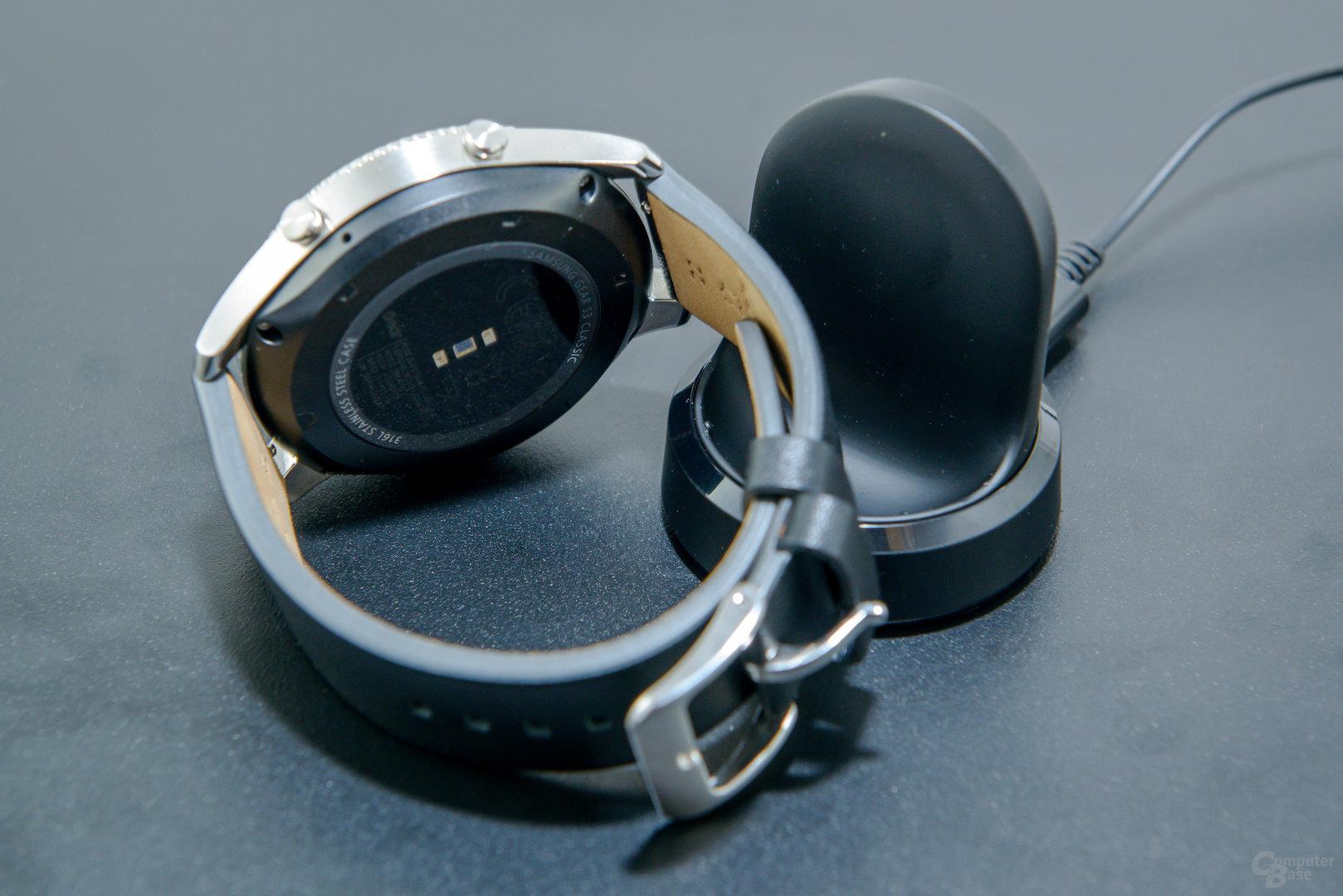 Samsung Gear S3 classic: Ladekonzept