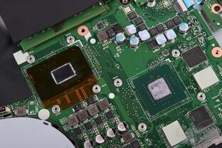 Rechts GeForce GTX 1050 (GP107), links Core i7-7700HQ
