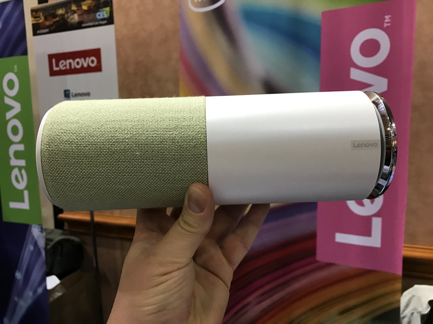 Lenovo Smart Assistant mit Amazon Alexa
