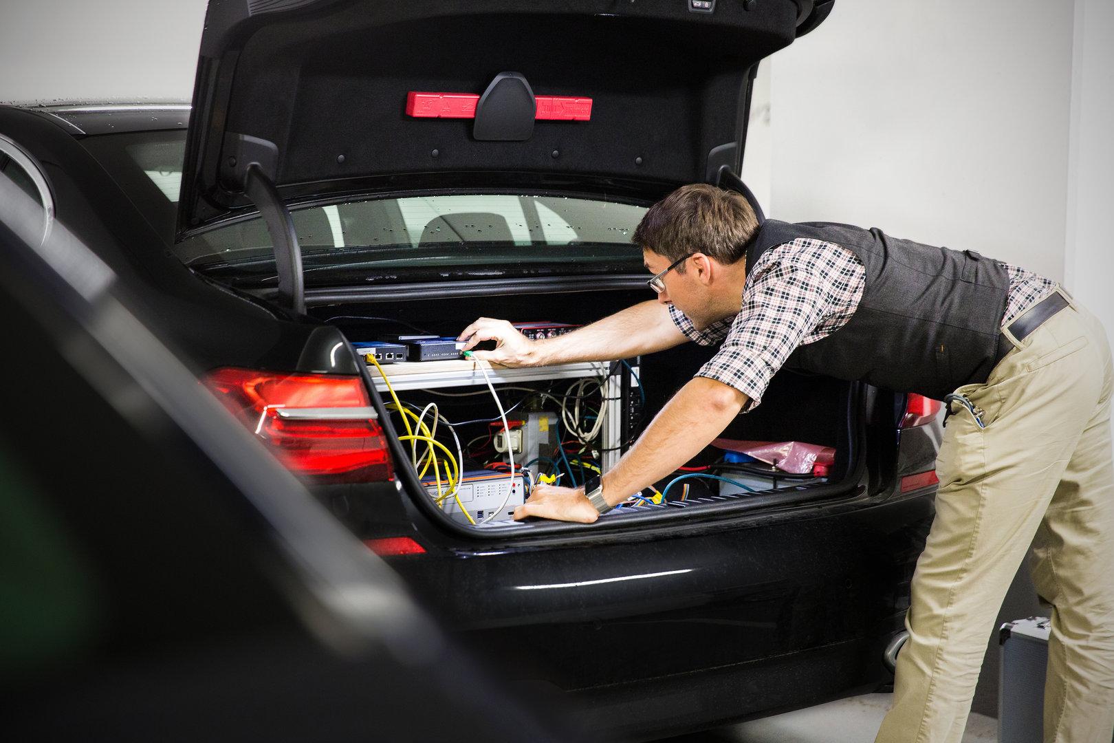Vorbereitungen für die Testfahrten bei BMW