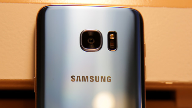 Samsung: Galaxy S7 edge in Blue Coral auch für Deutschland