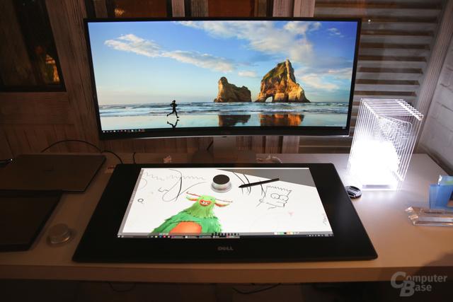 Dell Canvas vor einem Dell-Monitor liegend