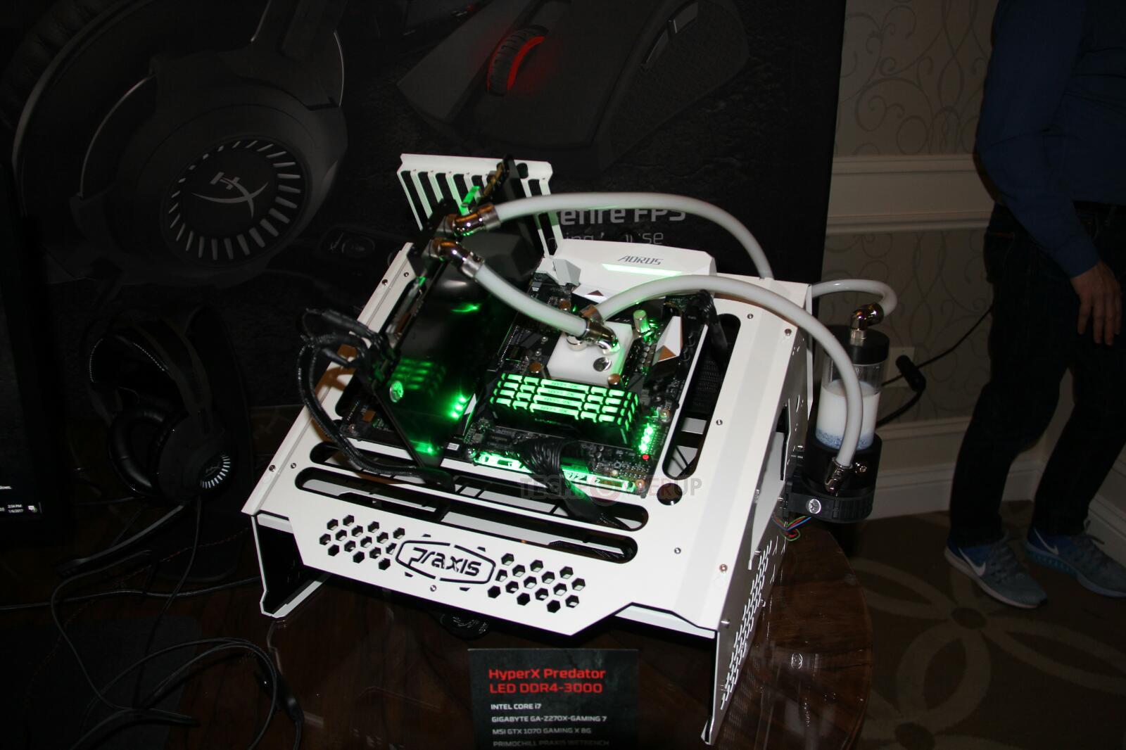 Kingston HyperX Predator mit RGB-LEDs beleuchtet in grün