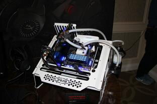 Kingston HyperX Predator mit RGB-LEDs beleuchtet in blau