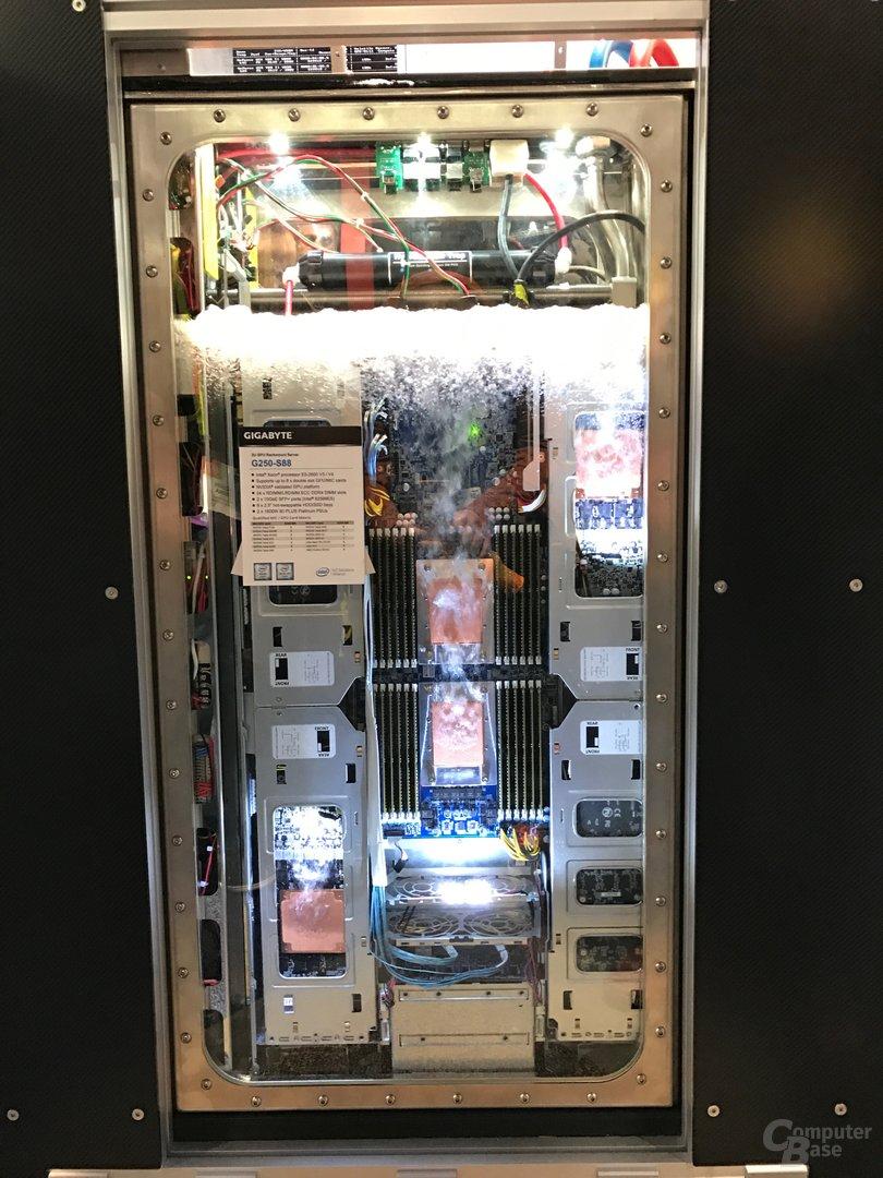 Kühlungs-Prototyp: Flüssig gekühlter Server von Gigabyte