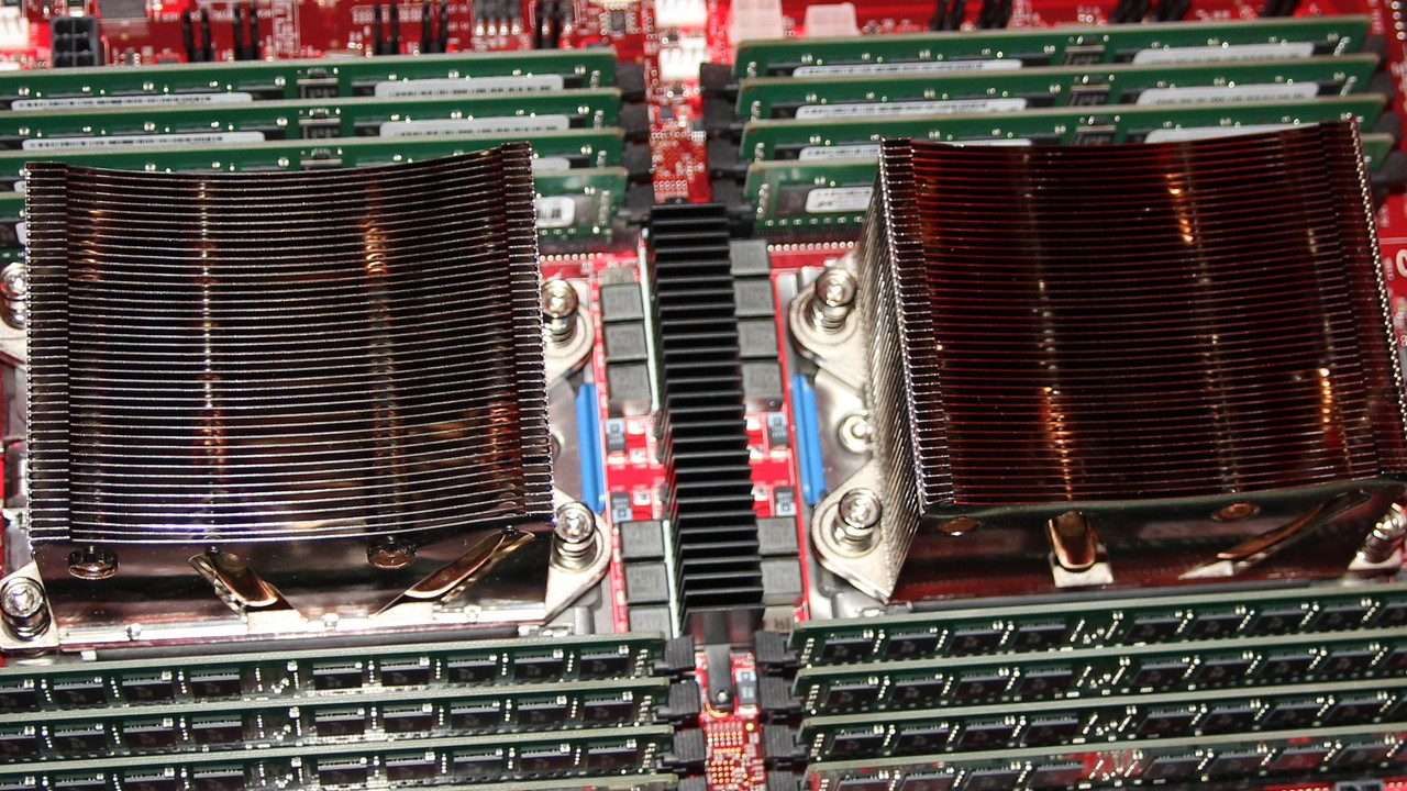 Naples: AMD rührt die Werbetrommel für den 32-Kern-Prozessor