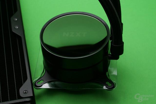 NZXT Kraken X52: Das Logo auf der Pumpe ist unbeleuchtet kaum sichtbar