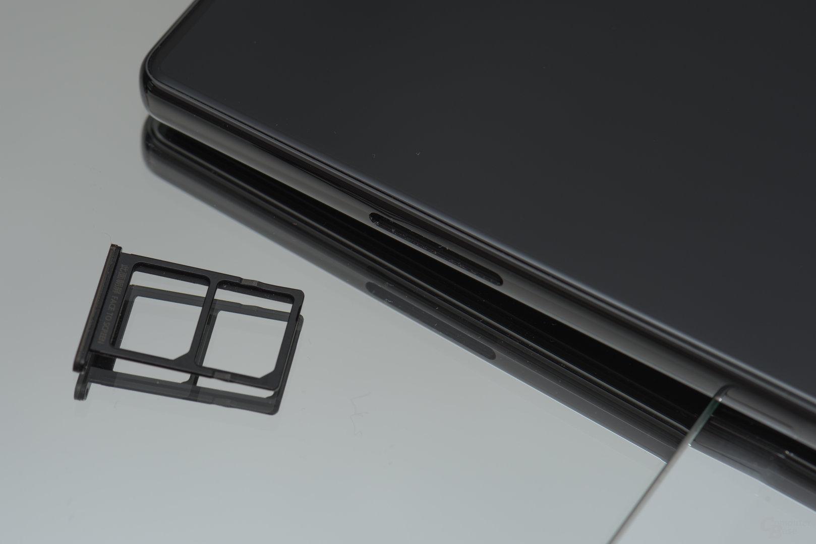 Der Schacht bietet Platz für zwei SIM-Karten