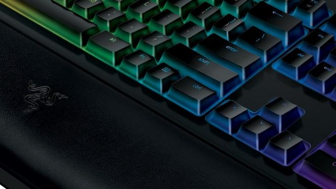 Razer BlackWidow V2: Handballenauflage und neue Taster für Modell 2