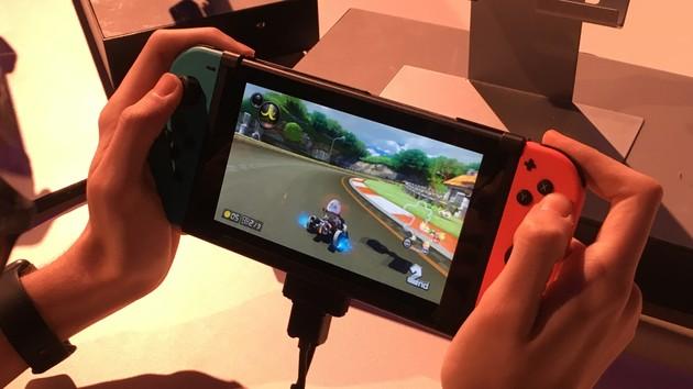 Nintendo Switch: Fest verbauter Akku und LAN über USB-Adapter