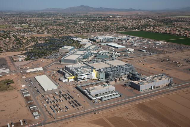 Fab 42 in Chandler, Arizona, neben Fab 32 und Fab 12