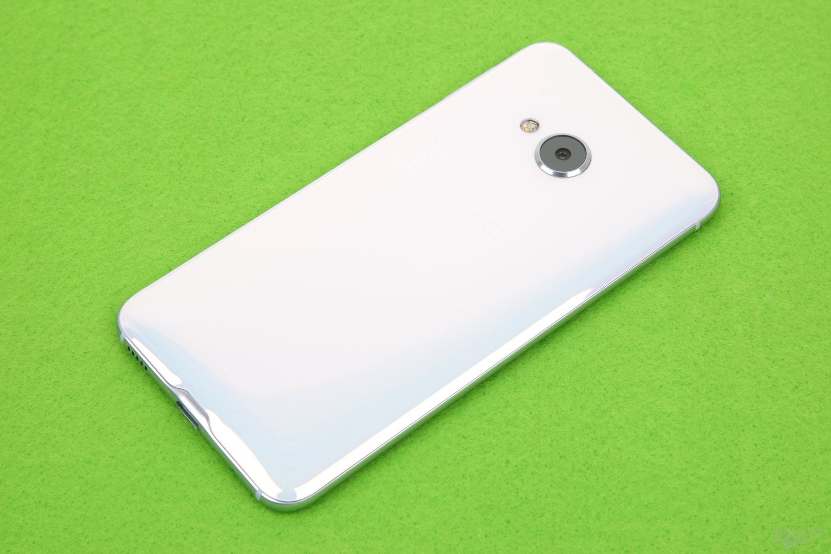 HTC U Play im Rückseite aus Glas