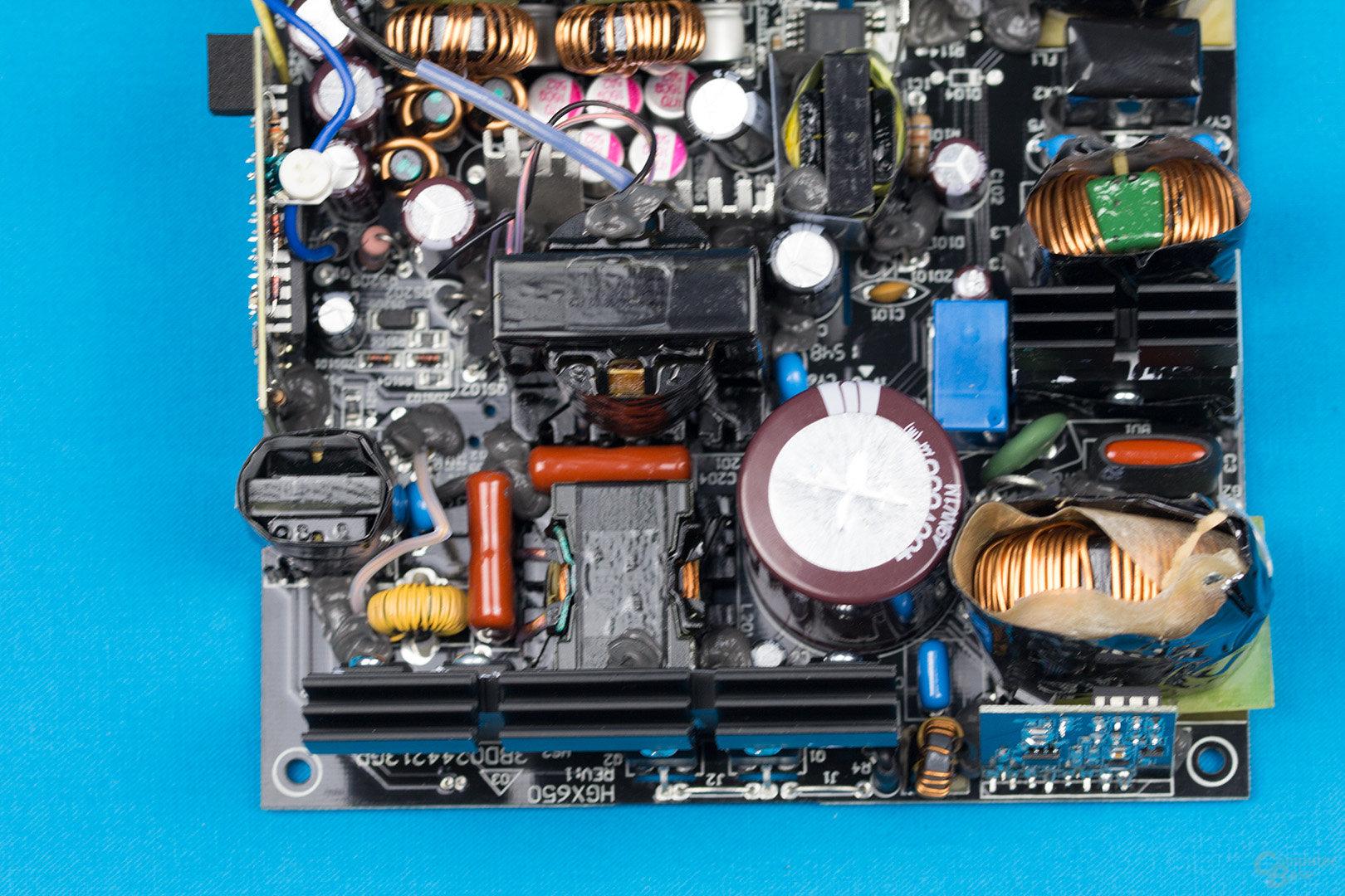 FSP Hydro X 550W – APFC und LLC-Halbbrücken-Konverter
