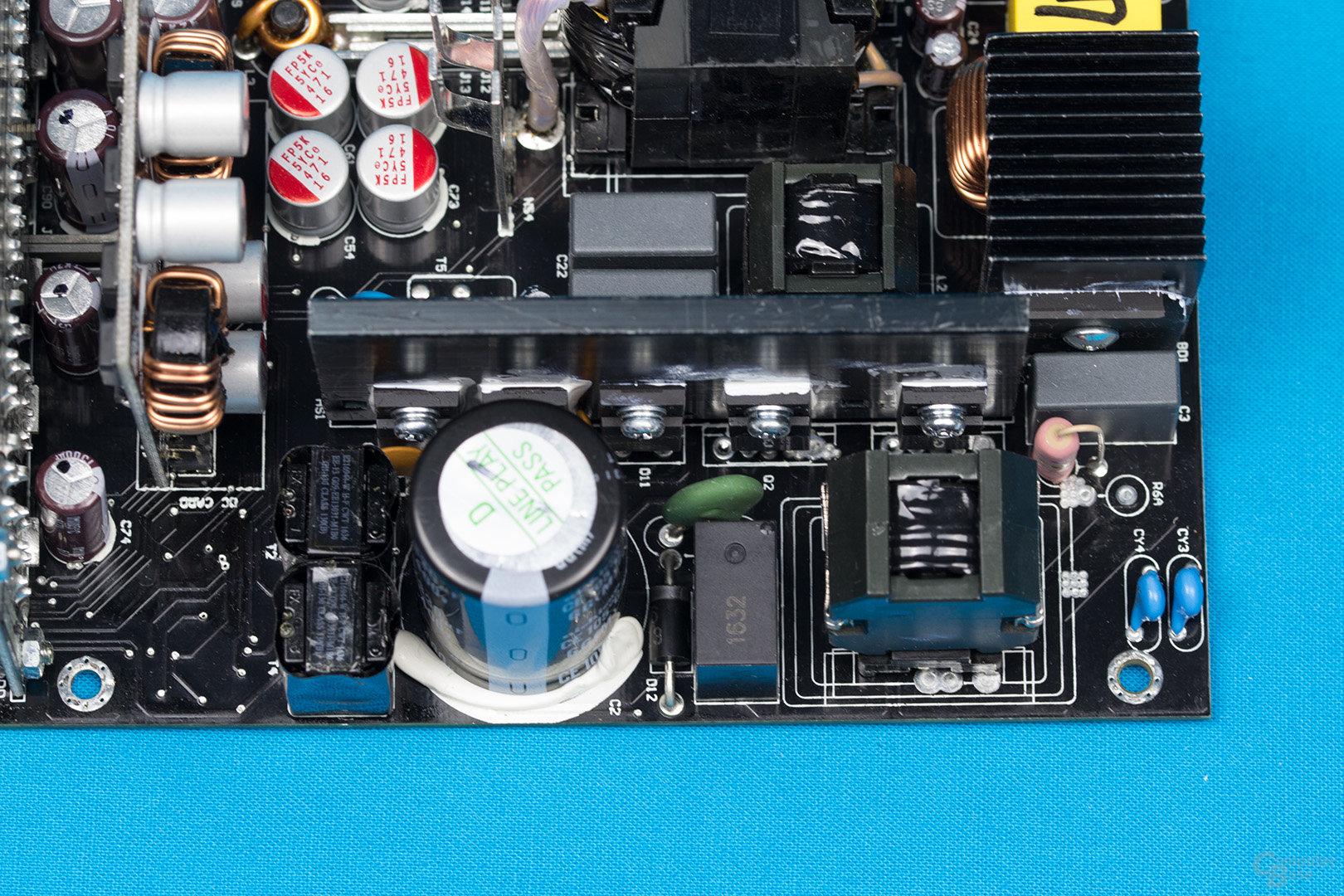 Bitfenix Whisper M 450W – APFC und LLC-Halbbrücken-Konverter
