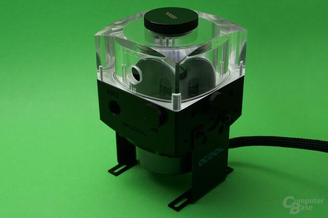 Alphacool Eisdecke Ausgleichsbehälter für DDC/D5: Die Pumpen-AGB-Kombination ist die kompakteste im Test