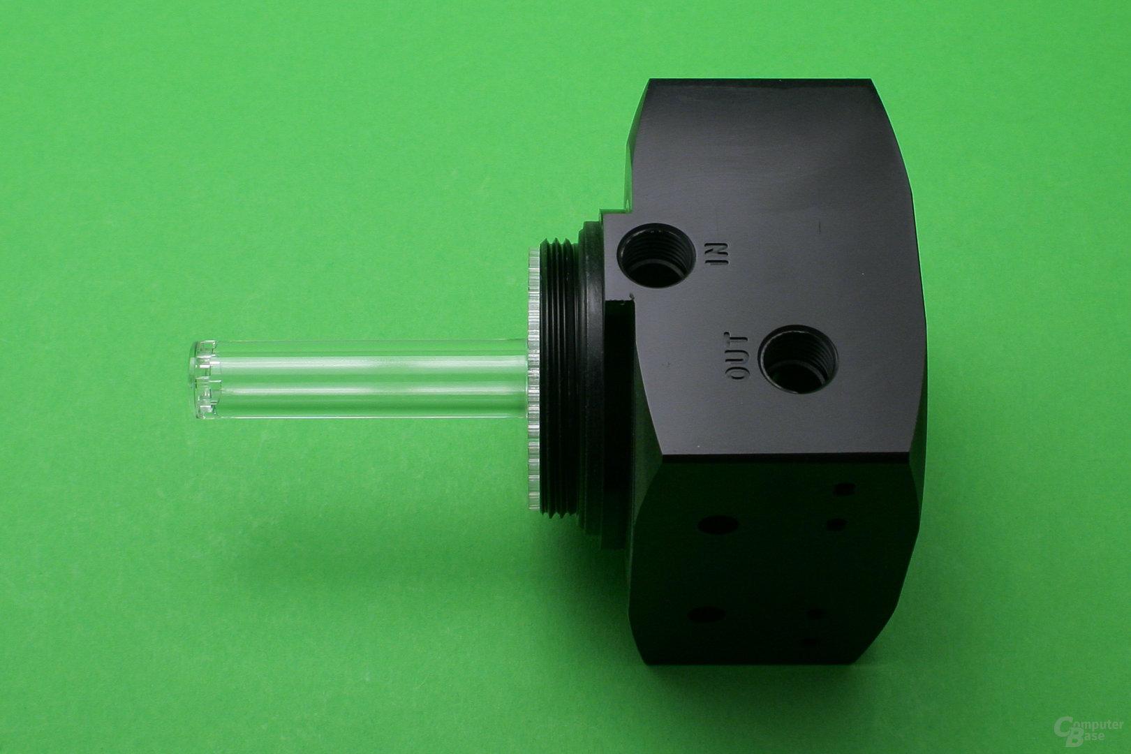 Alphacool Eisbecher D5: Ein Steigrohr sorgt für einen Wasserfalleffekt