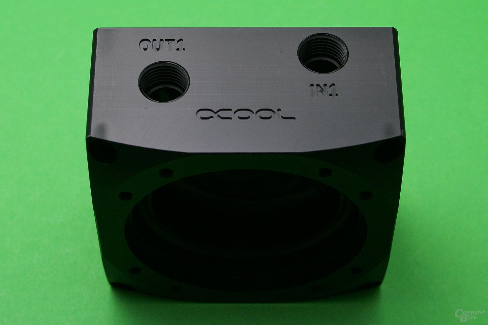 Alphacool Eisdecke D5: Einlass und Auslass vorn
