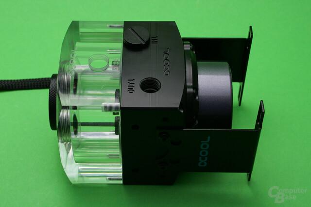 Alphacool Eisdecke Ausgleichsbehälter für DDC/D5: Montagestege zur Befestigung der Pumpe sind inklusive