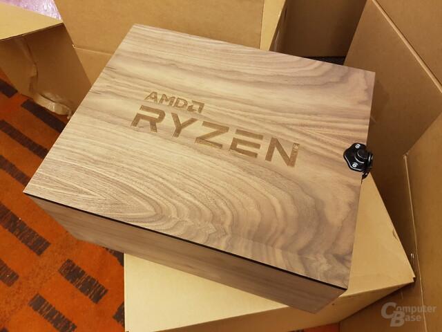 Das von AMD bereitgestellte Testkit kommt in einer Holzkiste daher