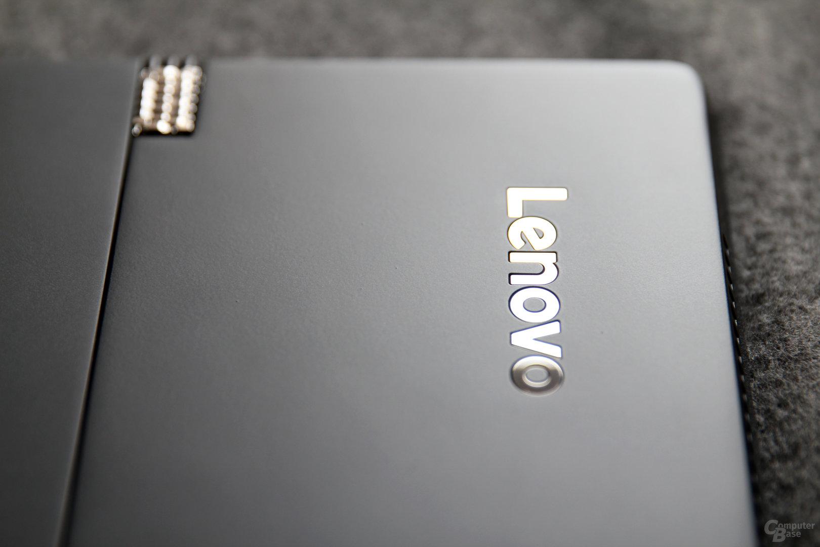 Lenovo platziert silberne Akzente auf das mattschwarze Chassis