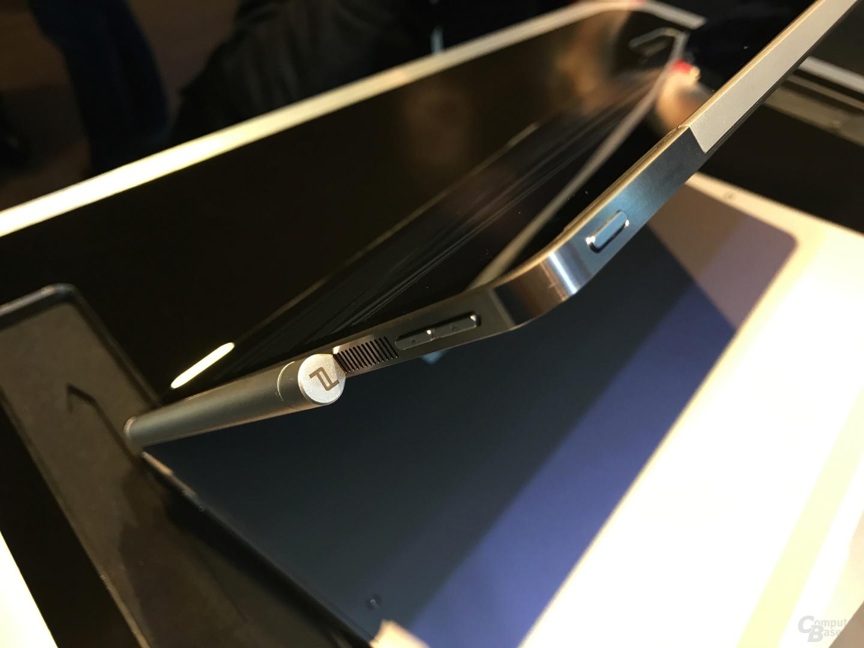 Stift lässt sich rechts magnetisch befestigen