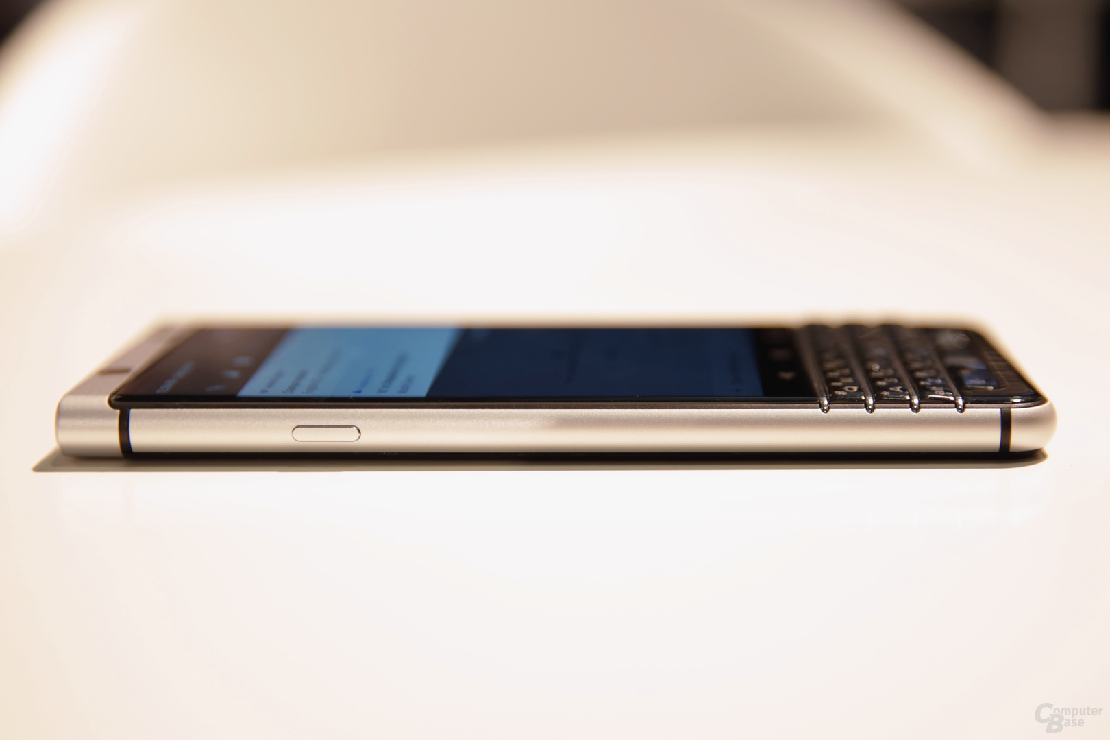 Seitenansicht des BlackBerry KeyOne