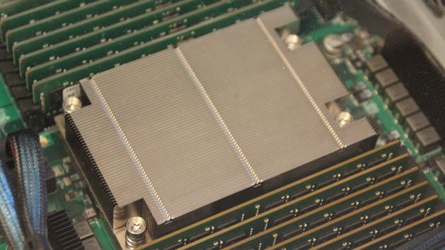 AMD Naples: Erste Benchmarks zur 32-Kern-CPU mit Octa-Channel-RAM