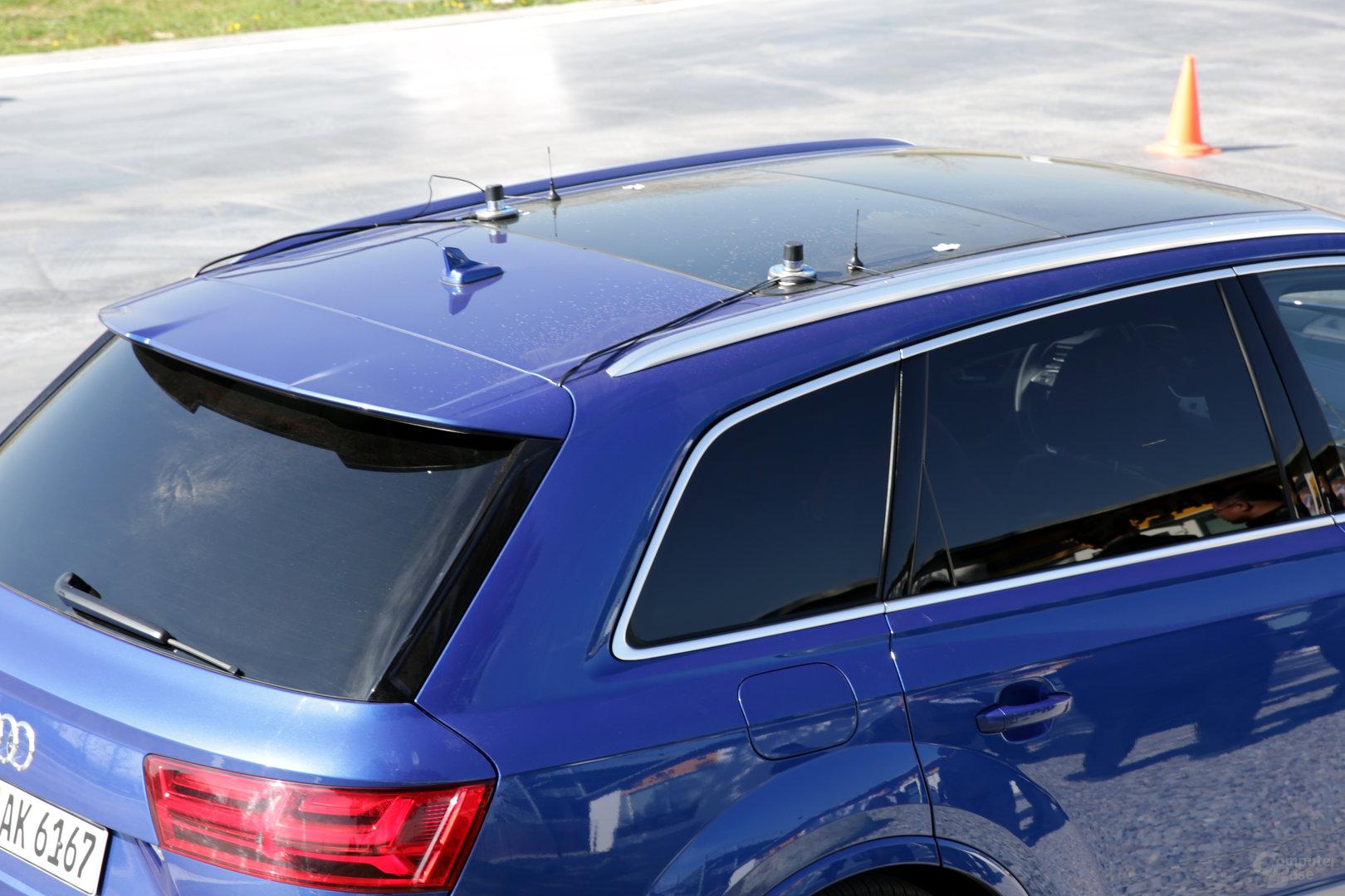 Vier zusätzliche Antennen auf dem Dach des Q7