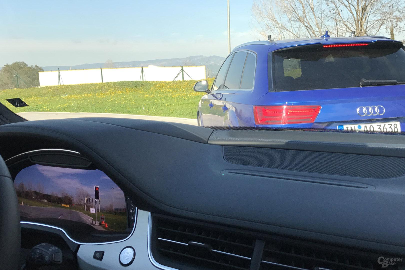 Fahrerdisplay im Q7 zeigt Sicht aus dem A4 Avant