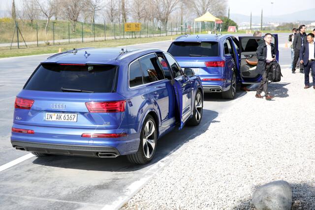 Mit diesen zwei Audi Q7 und einem A4 Avant wird LTE-V2X vorgeführt