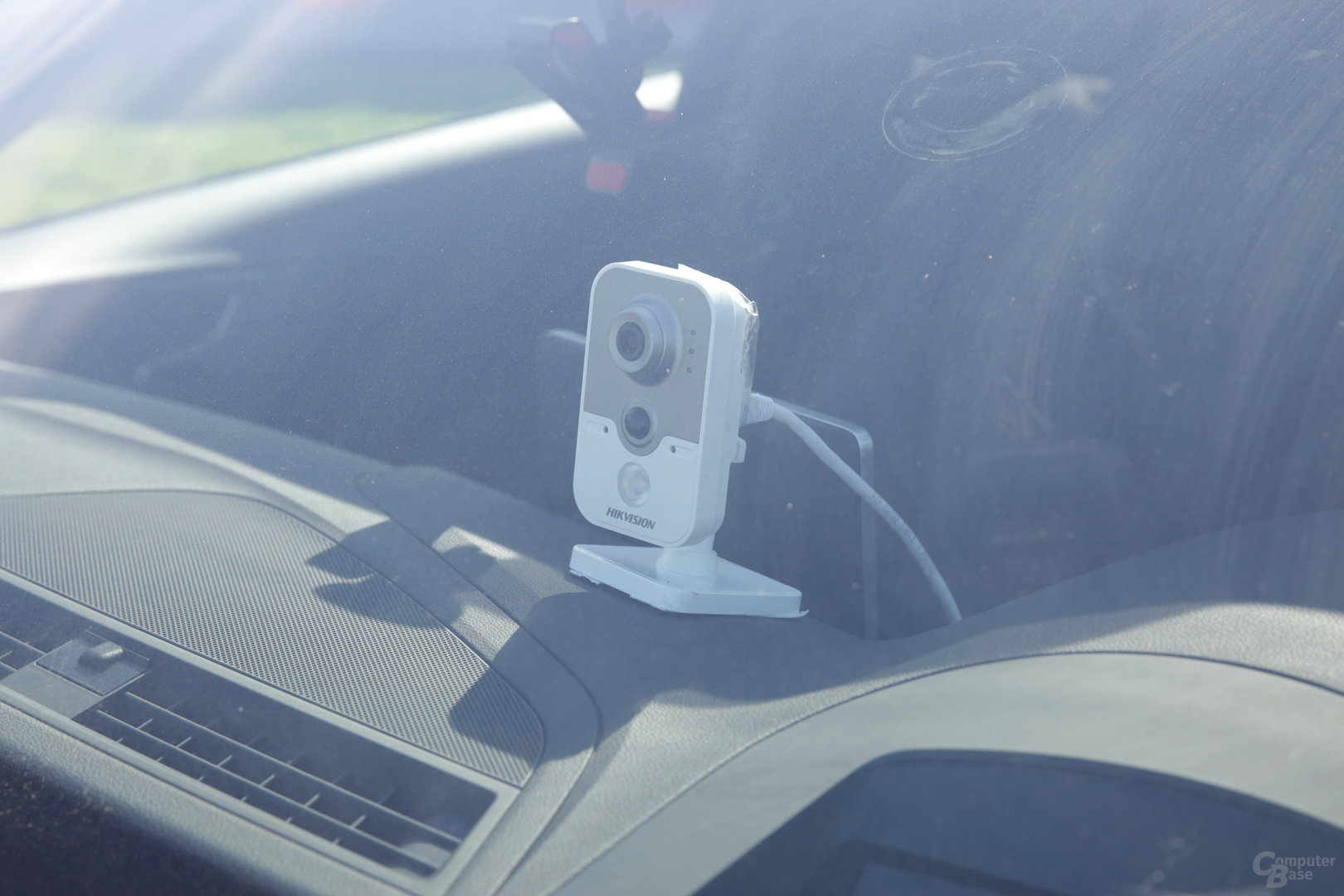 Auf dem Armaturenbrett montierte Kamera im Audi A4 Avant