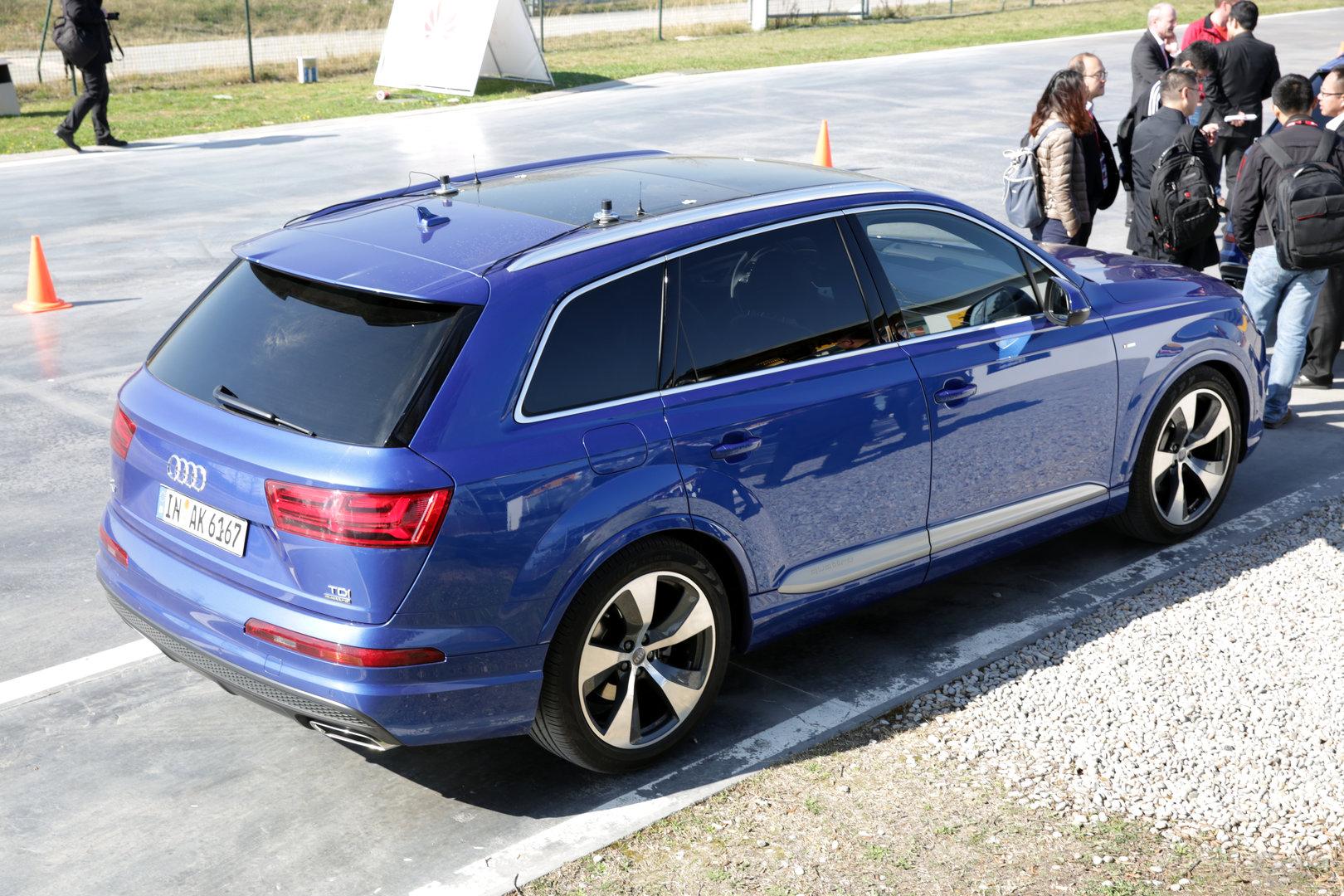 Audi Q7 mit seriennaher Ausstattung