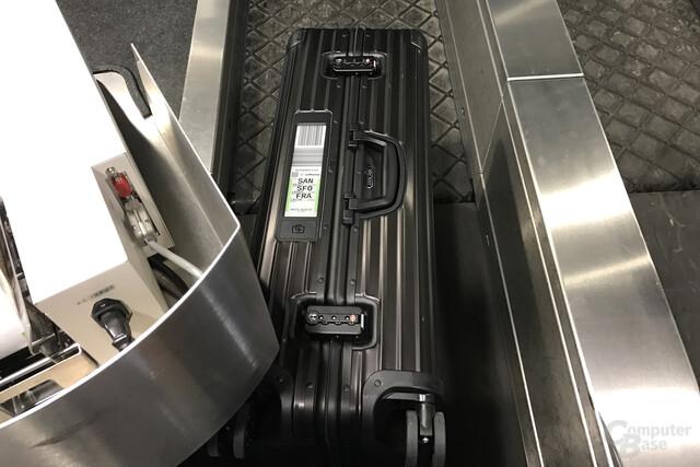 Aufgabe des Koffers am Flughafen Flughafen Leipzig/Halle (LEJ)
