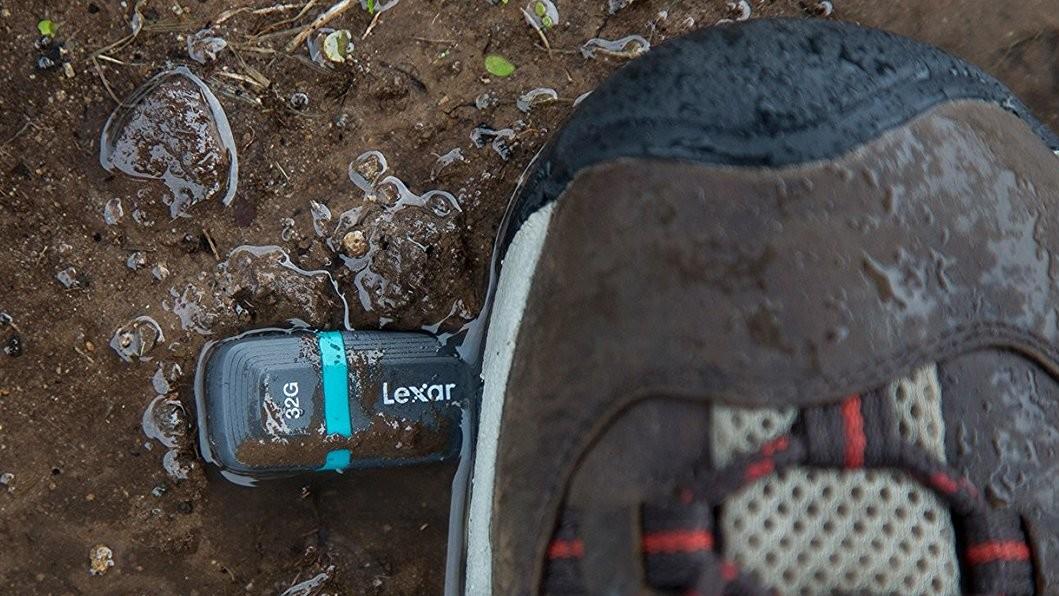 JumpDrive Tough USB 3.1: Wetterfeste USB-Sticks mit Verschlüsselung von Lexar