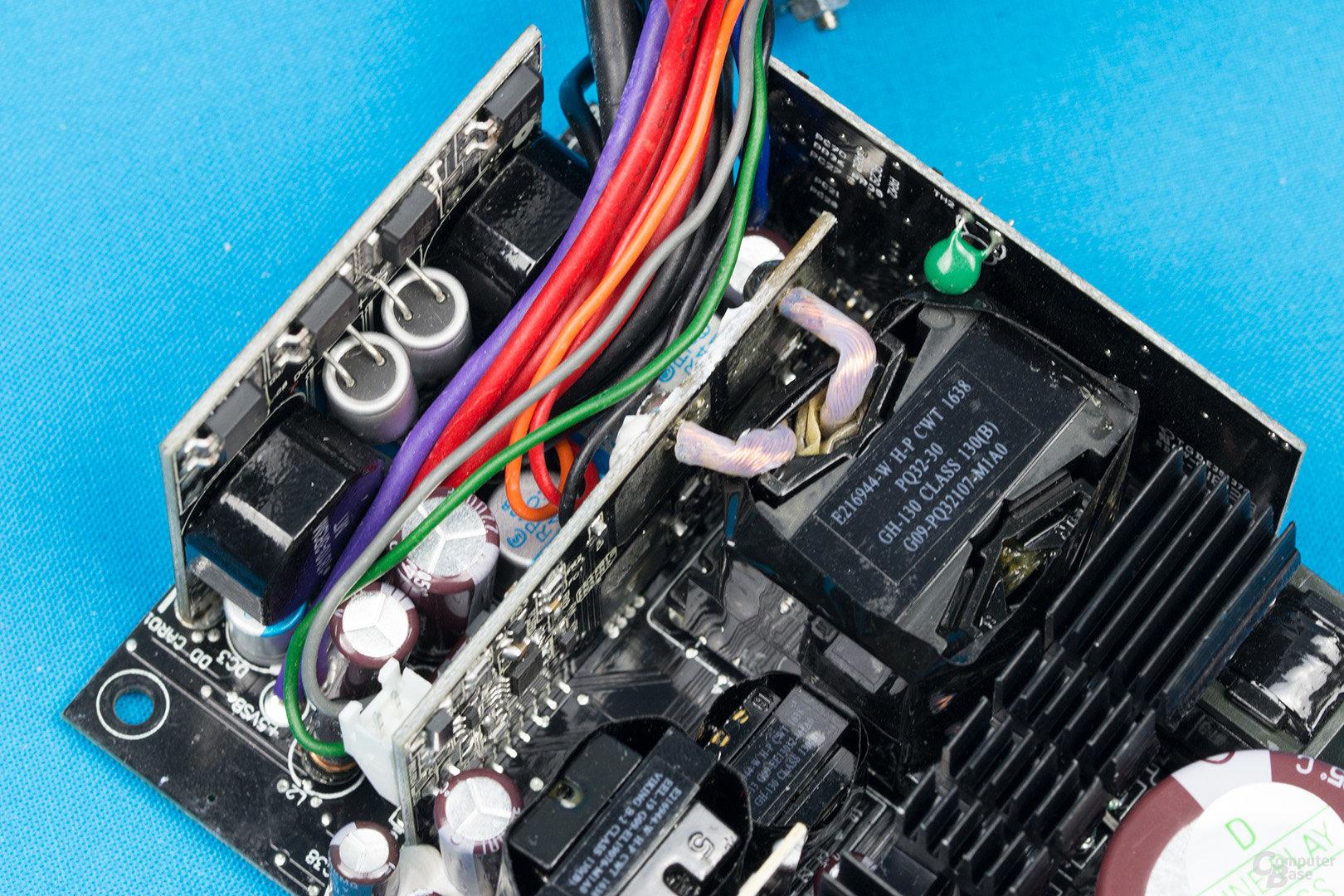Enermax Revolution SFX 550W – Sekundärseite