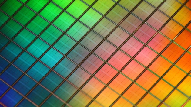 Everspin nvNITRO: Erste PCIe-NVMe-SSD mit MRAM vor Markteinführung