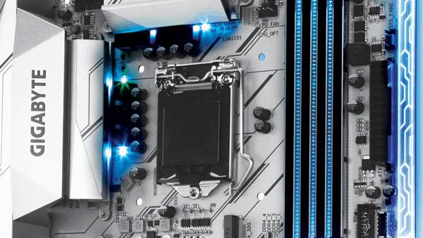 Gigabyte GA-Z270X-Designare: Silber Mainboard mit RGB-LED und USB 3.1 Gen2 an der Front