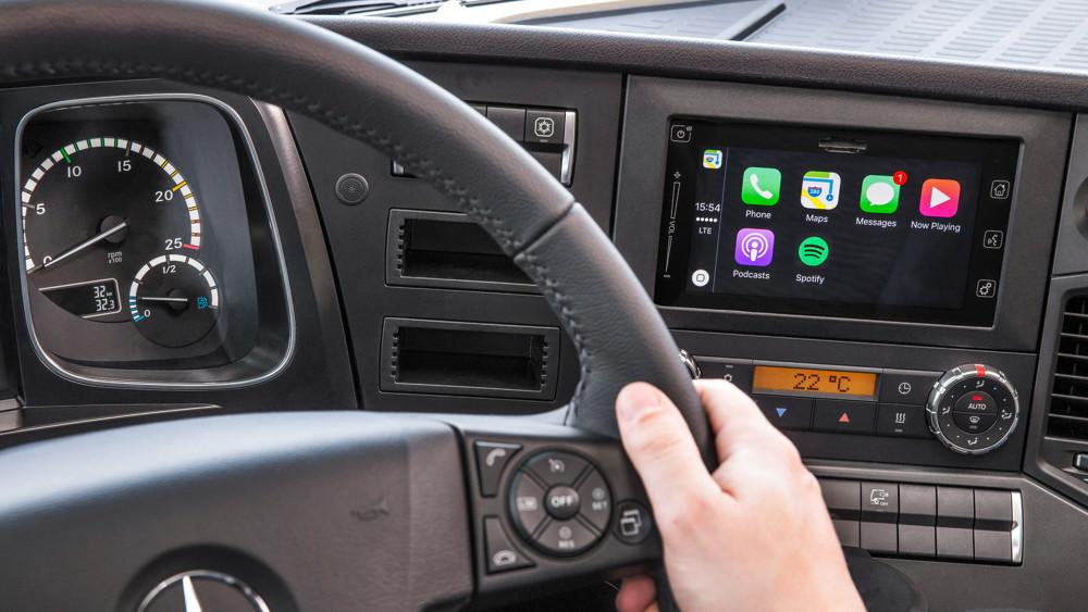 Siri im Truck: LKW von Mercedes-Benz mit Apple CarPlay und MirrorLink