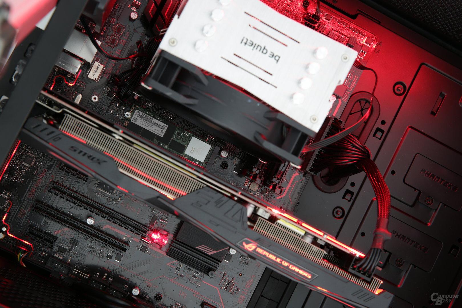 Die SSD steckt zwischen CPU und Grafikkarte